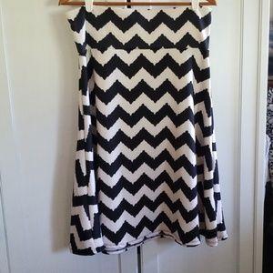 Lularoe skirt xl black/white Chevron type print